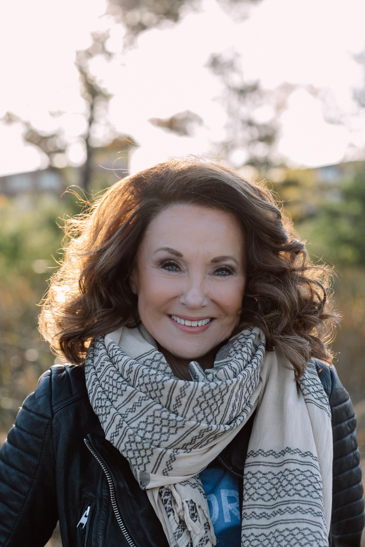 pastorLynne_scarf-portrait